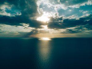 A clear ocean image.